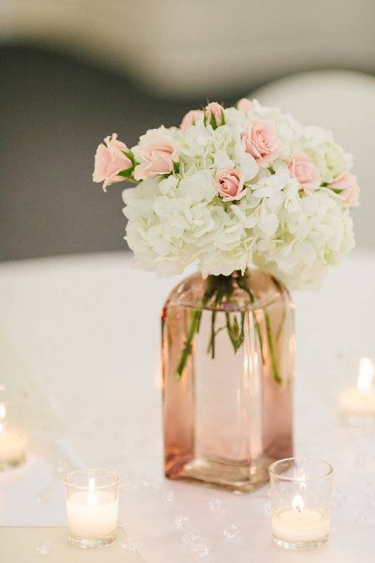 5 stunning and simple wedding centerpieces wedding fanatic 5 stunning and simple wedding centerpieces junglespirit Images