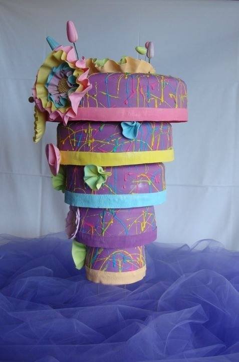 Topsy Turvy: 5 Beautiful Upside Down Wedding Cakes