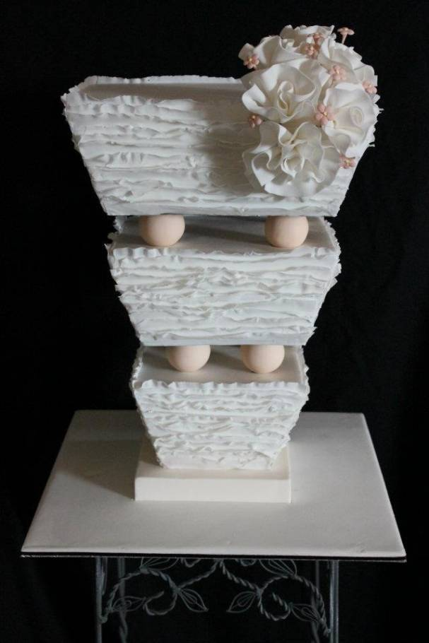 Topsy-Turvy: 5 Beautiful Upside-Down Wedding Cakes - Wedding Fanatic
