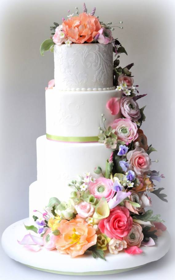 5 Stunning Wedding Cakes with Sugar Flowers That Look Real