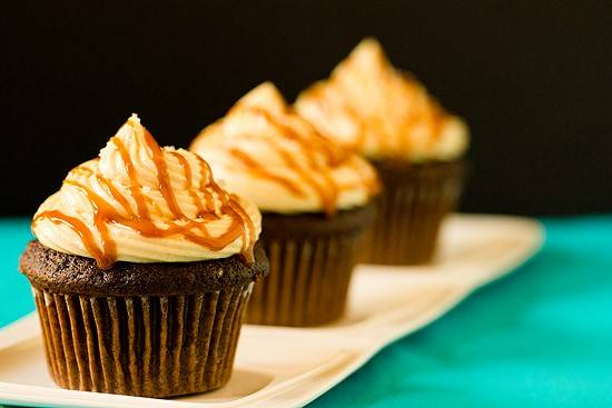 Easy Bridal Shower Dessert Fake Out: Salted Caramel and Chocolate Cupcakes