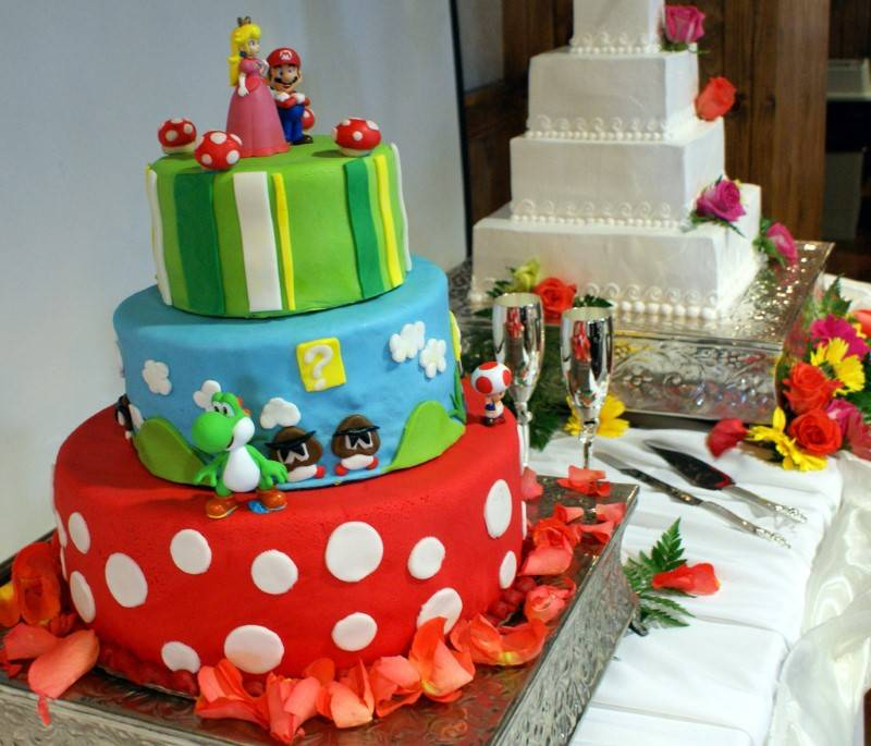 "5 Adorable ""Nerdy"" Wedding Cake Ideas"