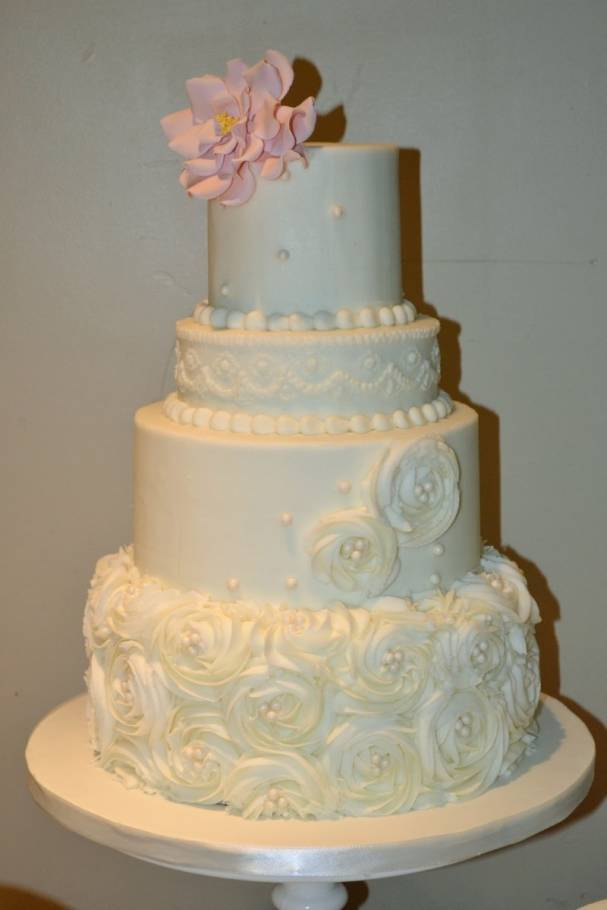 5 Amazing Buttercream Wedding Cakes