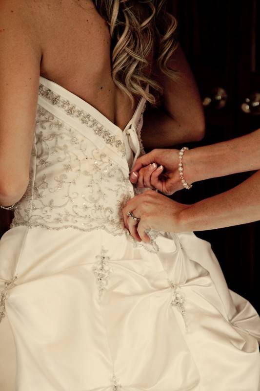 Wedding Dress Fittings: Who Should You Bring?