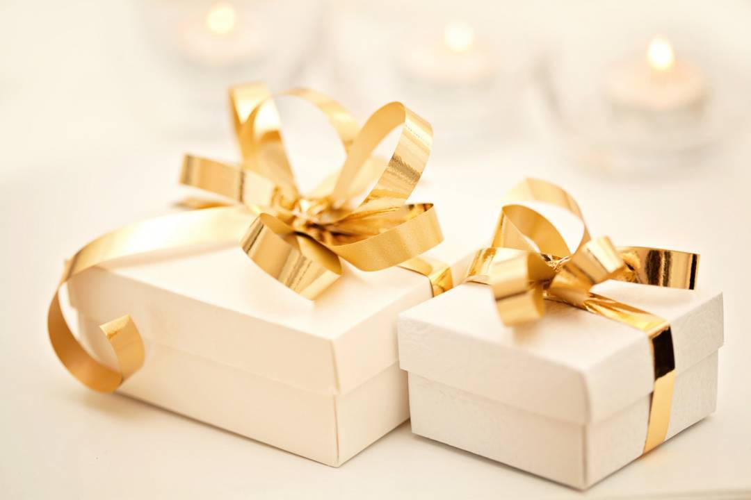 Wedding Gift Etiquette Receiving : Receiving Wedding Gift Etiquette Tips For The Soon-to-be-Bride ...