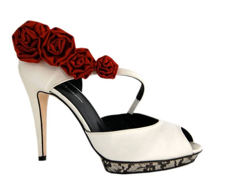 5 Beautiful and Unusual Wedding Shoes