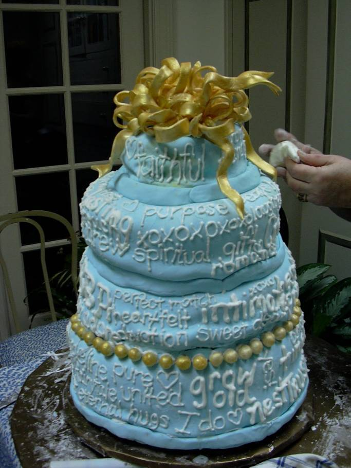 4 tips for finding the perfect wedding cake artist wedding fanatic. Black Bedroom Furniture Sets. Home Design Ideas