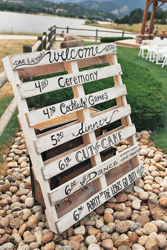 DIY Rustic Chic Wedding Sign Made With Wooden Pallet
