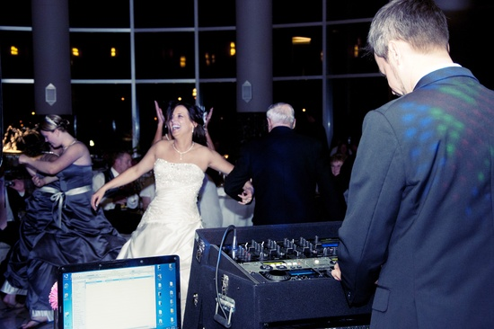 Wedding Band or DJ: Which is the Best Choice