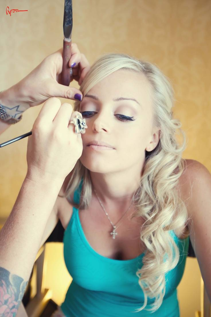 Tips for Keeping Your Makeup Beautiful During Your Beach Wedding