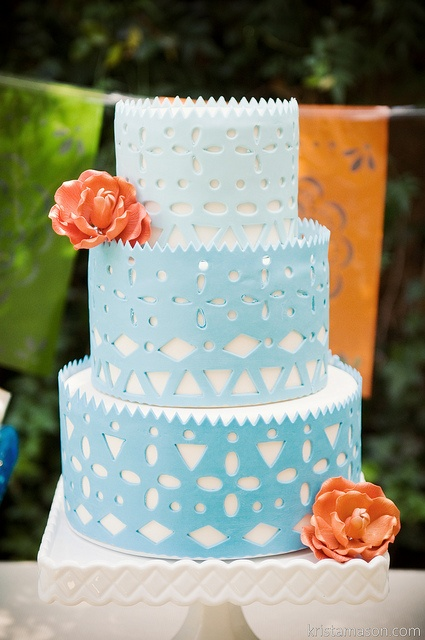 3 Essential Tips for Ordering Your Wedding Cake