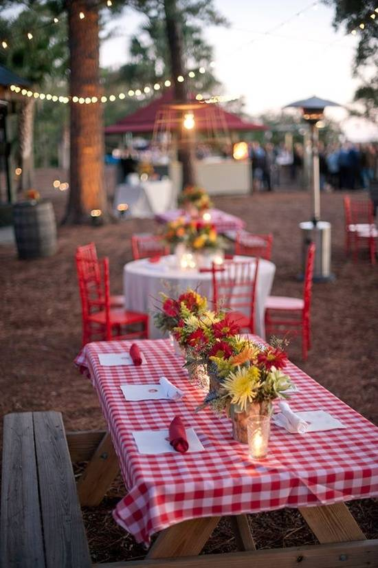 Fun Summer Wedding Reception Theme: Picnic