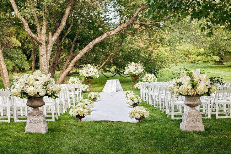 Simple Outdoor Ceremony Decorations: 5 Cute Outdoor Wedding Ideas