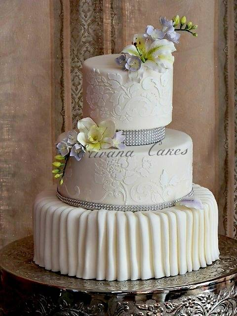 5 Outrageously Gorgeous Damask Wedding Cakes